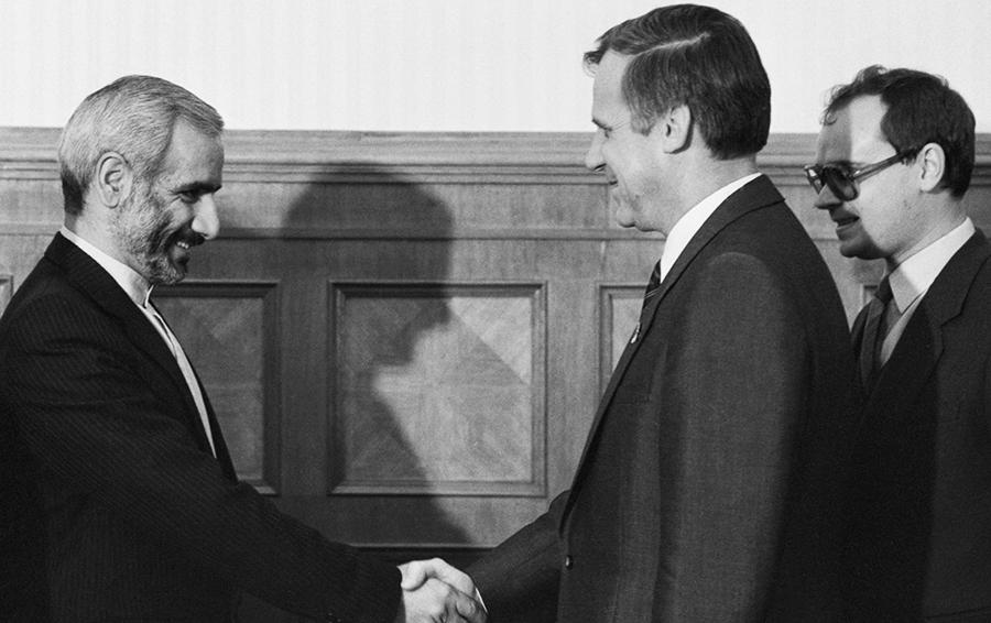 Председатель Совета Министров СССР Н.И. Рыжков и министр нефти Ирана Г. Агазаде во время встречи