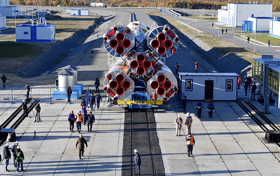 Ракета-носитель «Союз-2» с разгонным блоком «Фрегат» во время «сухого вывоза» в рамках испытаний стартового комплекса на космодроме Восточный