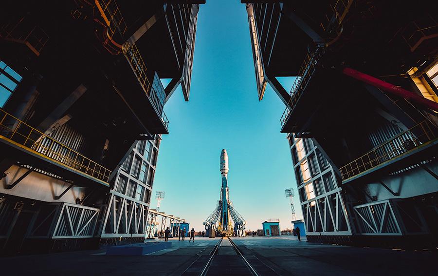 Установка ракеты-носителя «Союз-2.1б» на космодром «Восточный»