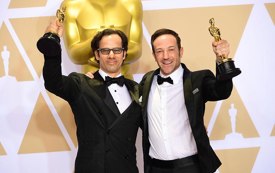 Продюсер Дэн Коган и режиссер Брайан Фогель (слева направо), победившие в номинации «Лучший документальный полнометражный фильм» за работу в фильме «Икар», на 90-й церемонии вручения кинопремии «Оскар»