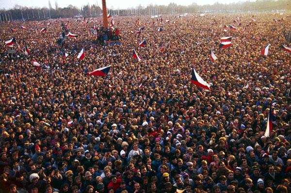 «Бархатная революция» стала образцом мирного перехода власти