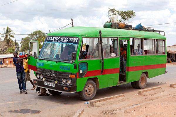 В Танзании небольшие частные автобусы полностью вытеснили обычные