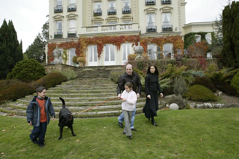 В Британии Березовский долго вел респектабельный образ жизни. Вместе с третьей женой Еленой Горбуновой и детьми