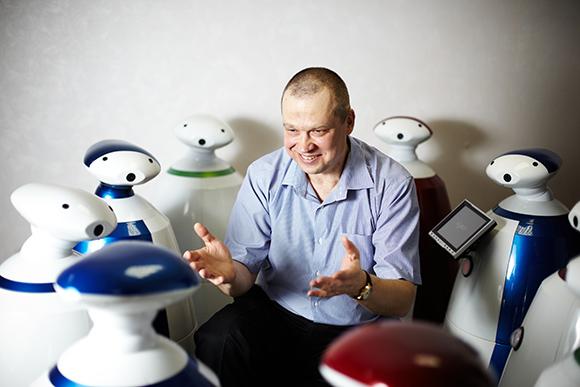 Роботы RBot Алексея Князева умеют многое, даже «учиться» в обычной школе