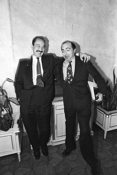 «ЛогоВАЗ». Начало 1990-х. Борис Березовский с Саматом Жабоевым - замгендиректора ЛогоВАЗа