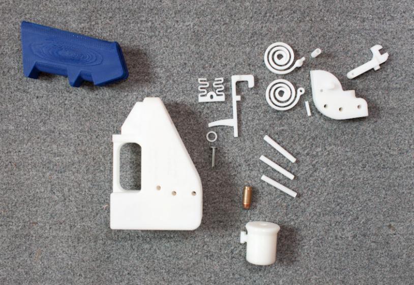 16 деталей 3D-пистолета и патрон