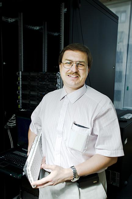 Кирилл Богачев преподает на мехмате МГУ и там же набирает всех своих сотрудников