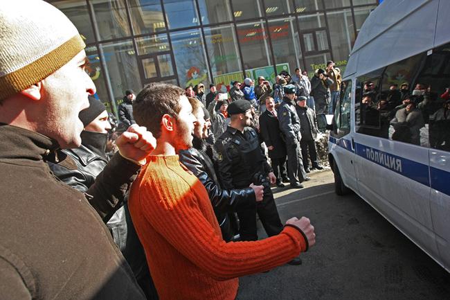 Вкладчики МММ 2011 пришли к зданию Хамовнического суда, чтобы поддержать Сергея Мавроди