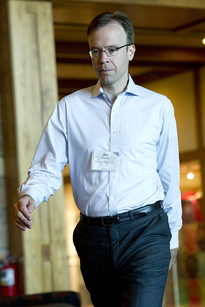 Ян Хациус из Goldman Sachs дает более надежные прогнозы, чем конкуренты. Потому что считает предсказание в экономике сложным процессом