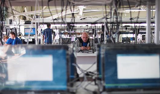 Фабрика DNS делает 40 000 ноутбуков и 20 000 мониторов в месяц