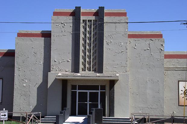 Судебные разбирательства между защитниками Сивик Билдинг и владельцами ярмар- ки, на территории которой нахо- дится здание, продолжаются уже год