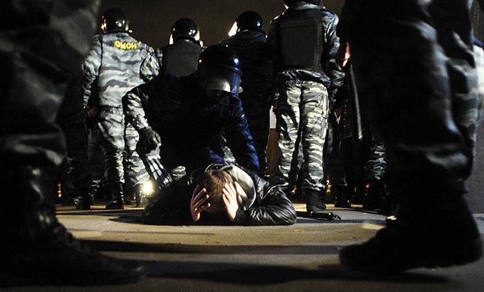 13 октября 2013 года. Полиция разбирается с погромщиками на овощебазе в Бирюлево. 80 000 кв.м складов теперь пустуют