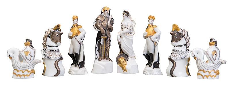 """Шахматы """"Красные и Белые"""" из фондов Всеросийского музея декоративно-прикладного и народного искусства. За таким же набором Калманов гонялся пять лет."""