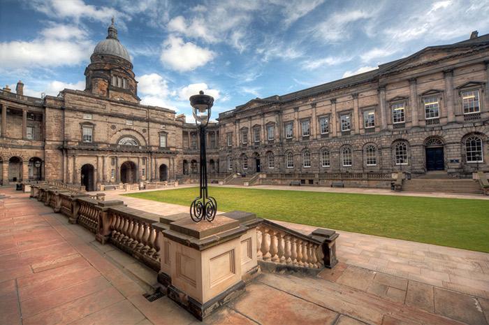 Здание Университета Эдинбурга отапливается с помощью редкой для Шотландии системы когенерации