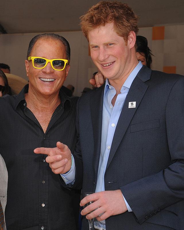 Стюарт Рар любит быть в компании звезд: на фото - с принцем Гарри