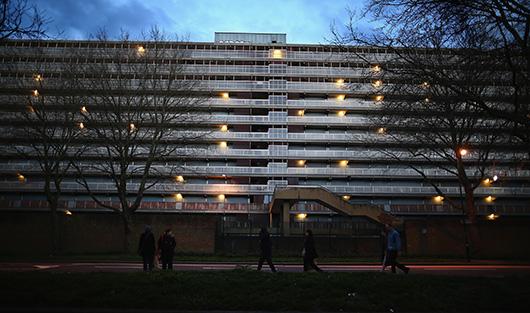 Огромный комплекс Heygate Estate в Лондоне построили в 1974 году под влиянием идей Ле Корбюзье, а сейчас сносят.
