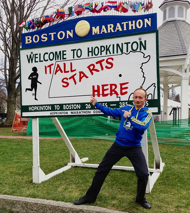 Город Хопкинтон - место старта Бостонского марафона. На фото - Дмитрий Орлов