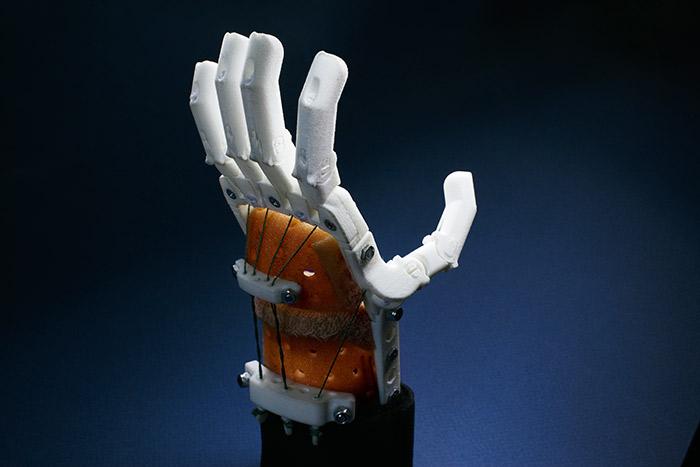 Стоимость базовой версии механического протеза -- от 15 000 рублей