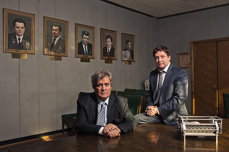 Александр Соловейчик (на фото слева) проработал на предприятии 38 лет