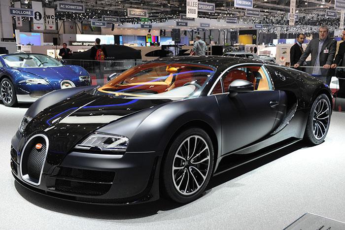 """Люббиткль рокошных машин, Тарико стал владельцем первого в России Bugatti Veyron и катал на нем по Москве """"королеву домохозяек"""" Марту Стюарт."""