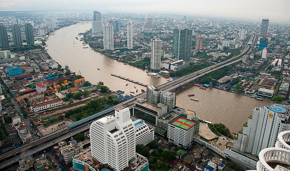 Буквально за 10 лет на берегах реки Чаупхрая в центре Бангкока выросли десятки новых современных зданий