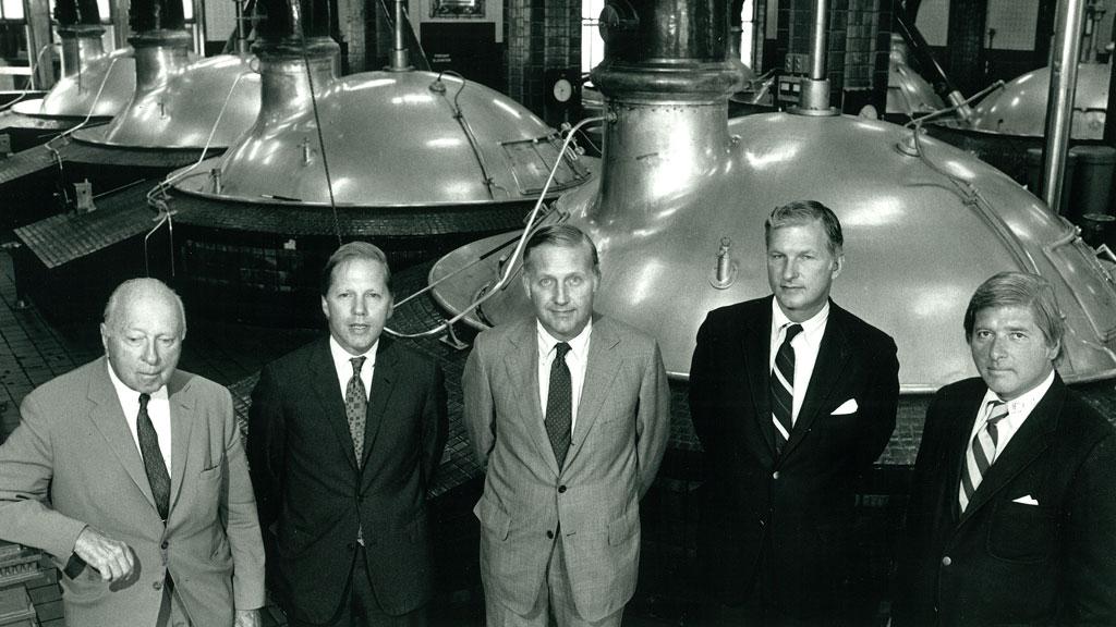 Золотое поколение династии, 1974 год (слева направо): председатель совета директоров Stroh Brewery Джон Стро-старший, президент Stroh Brewery Питер Стро, Эрик Стро, Гари Стро-младший, Джон Стро-младший