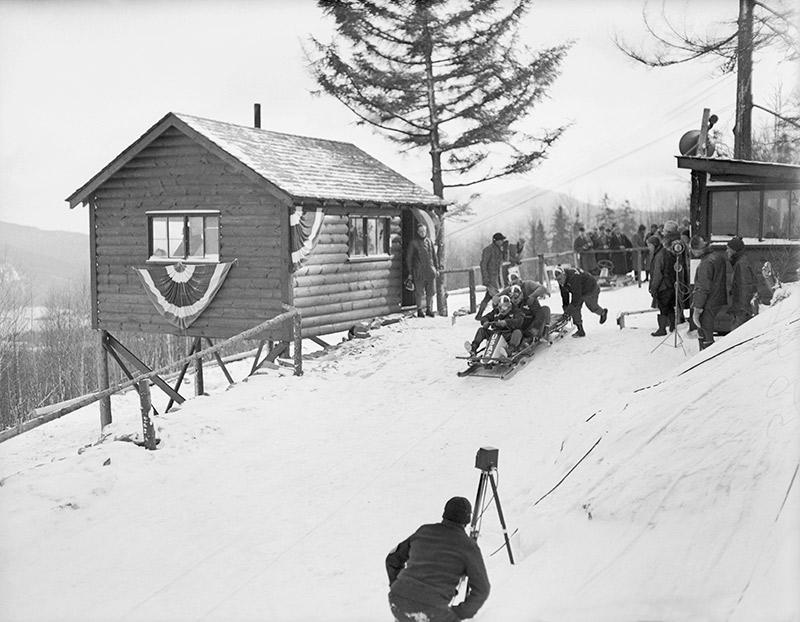 В 1929 году в Лейк-Плэсиде в горах Адирондак построили первую бобслейную трассу в Западном полушарии