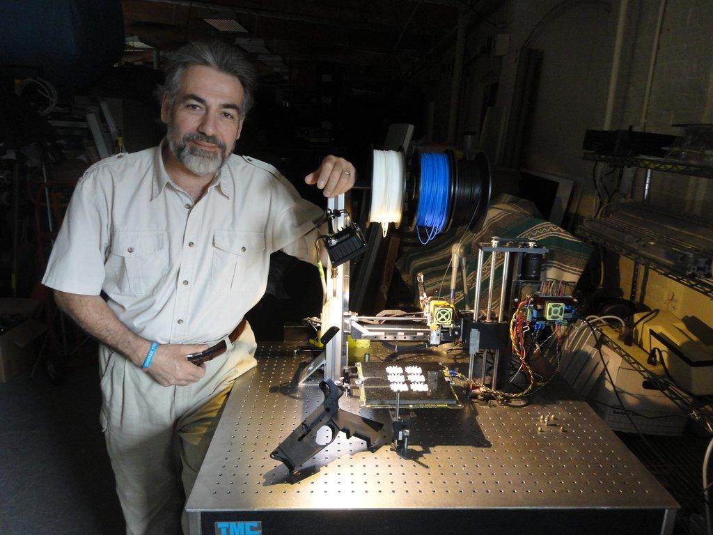 Активист проекта «Свободный штат» Билл Доменико и собранный им 3D-принтер