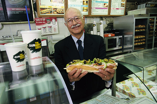 Именно Питер Бак, друг семьи, посоветовал Фреду зарабатывать деньги продажей сендвичей