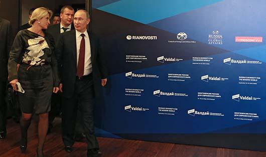 Бывший главный редактор РИА Новости Светлана Миронюк и президент России Владимир Путин