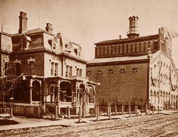 Первая пивоварня была построена прямо по соседству с домом семьи Стро в одном из районов Детройта, фотография 1864 года