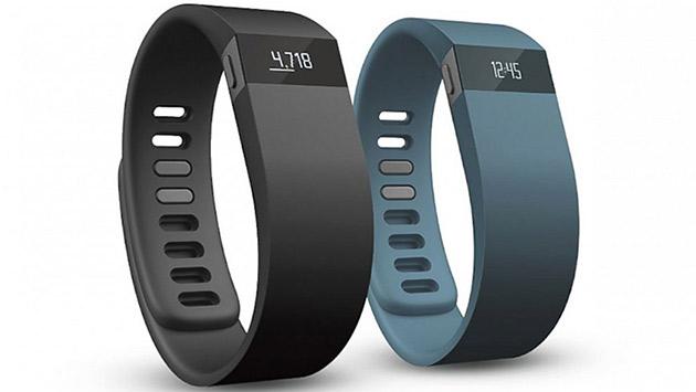 Фитнес-трекер Fitbit дальше других носимых гаджетов продвинулся в сфере практического применения. Но к дизайну устройства по-прежнему много вопросов