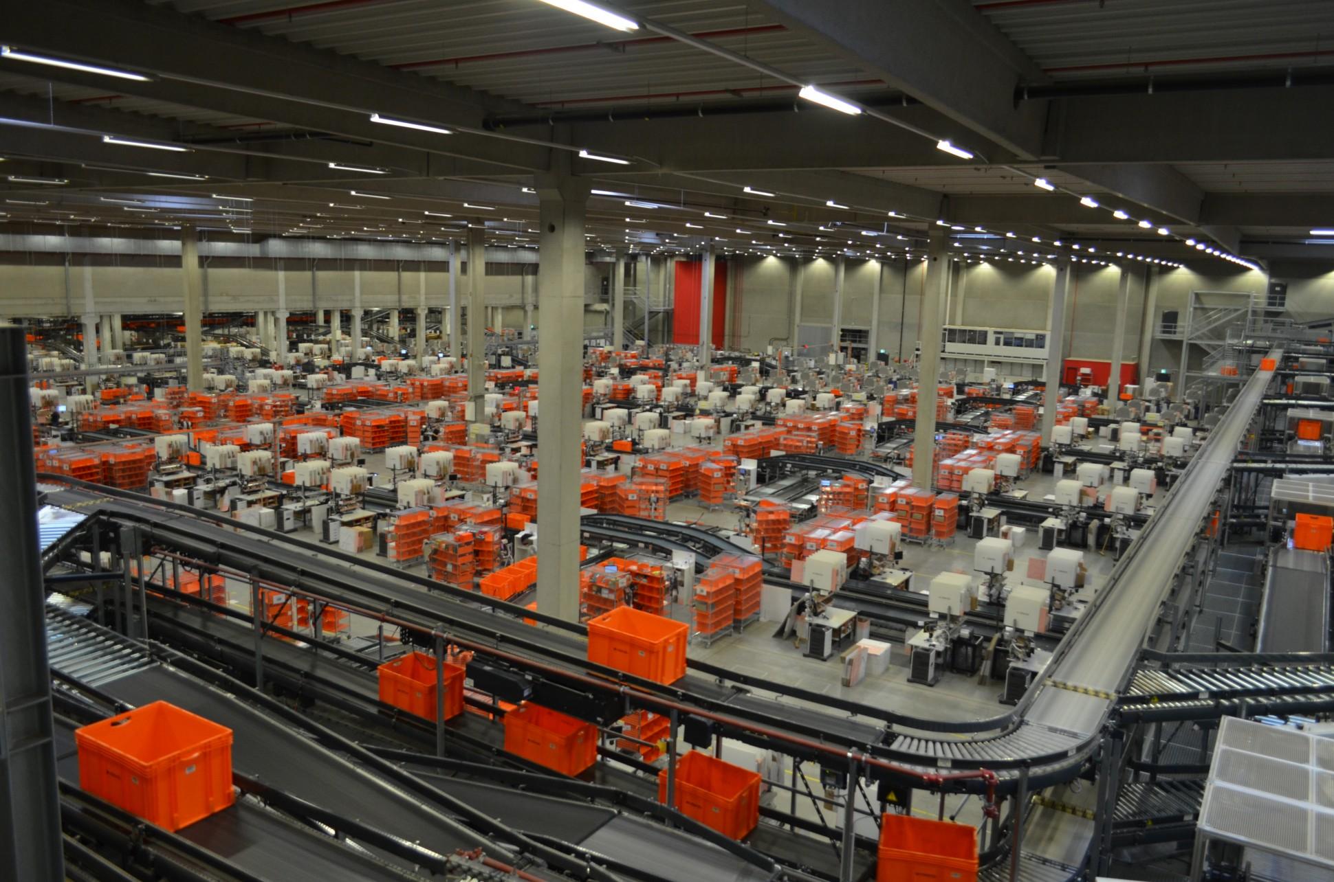 Логистический центр Zalandoв Эрфурте -- крупнейший в Европе узел e-commerce