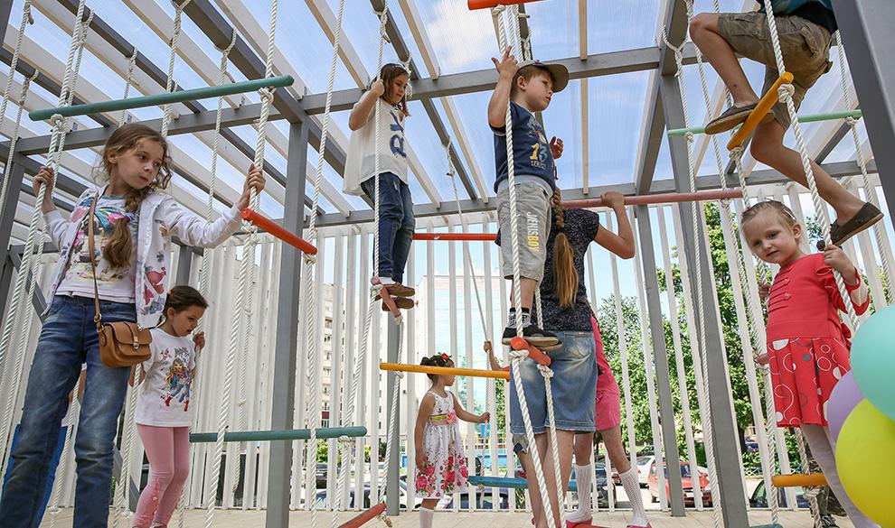 Открытие новой детской площадки на Фестивале городской культуры «Арт-Овраг», Выкса, 2016 г.