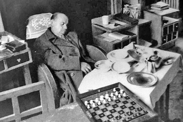 Вокруг смерти Алехина и его посмертной фотографии ходило много домыслов и слухов.