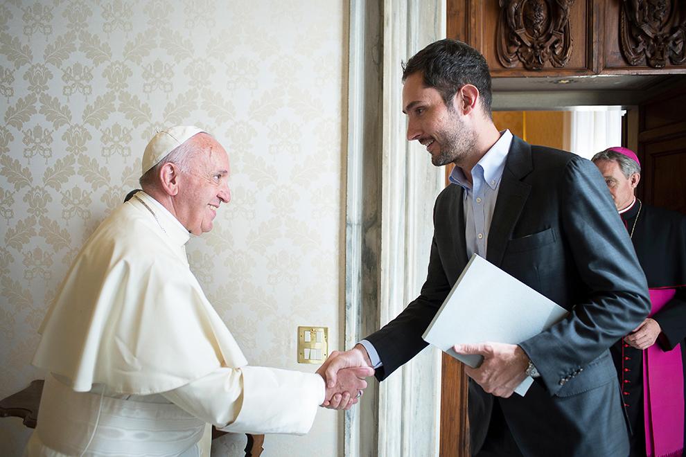 Основатель Instagram Кевин Систром на встрече с папой римским Франциском