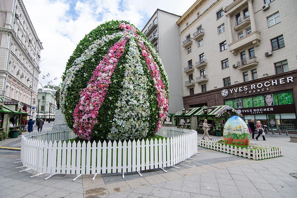 """Оформление города в рамках фестиваля """"Московская весна"""" в Камергерском переулке."""