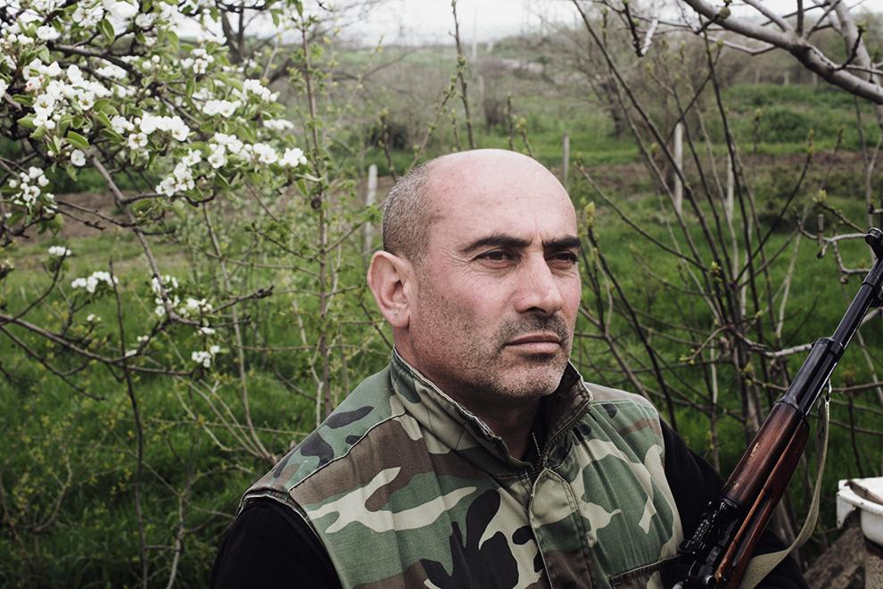 Ветеран карабахской войны 1991-1994 гг. Мартин всегда держит при себе боевую винтовку