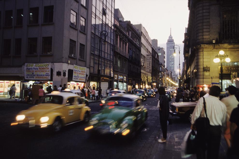 За тридцать лет с 1980 по 2010 год население Мехико выросло вдвое, а территория - в в шесть раз