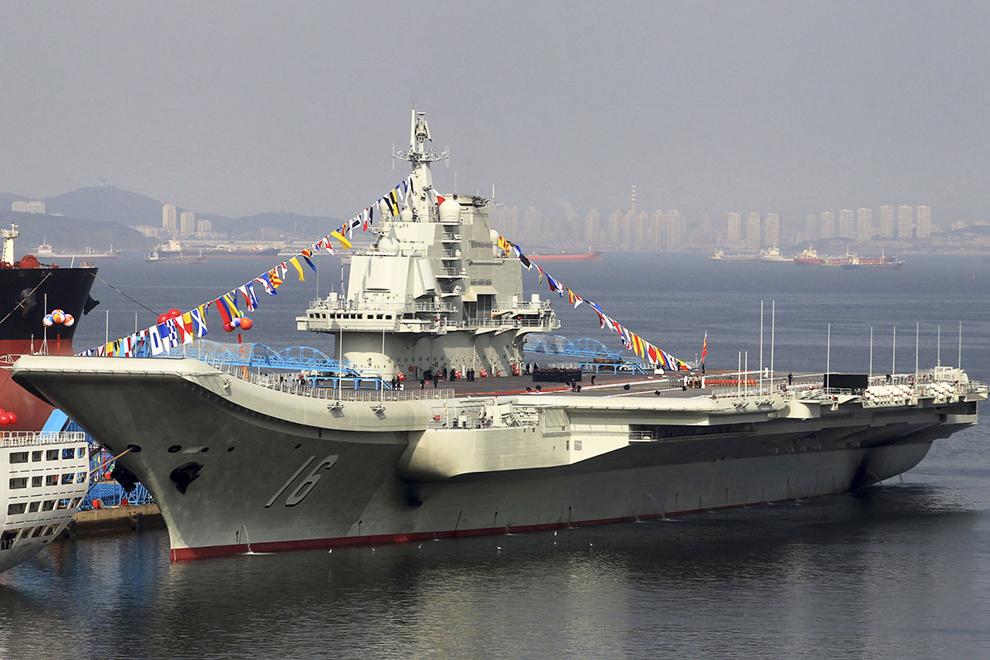 Первый китайский авианосец «Ляонин»