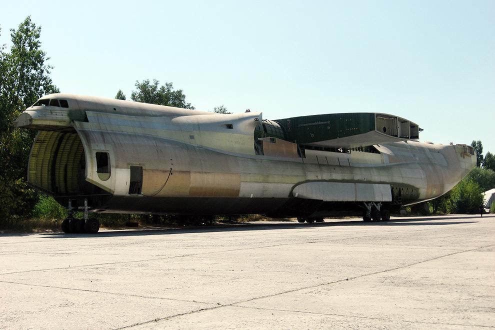 Фюзеляж втрого (недостроенного) экземпляра самолета Ан-225 №01-02, первоначально предназначавшийся для наземных статических испытаний.