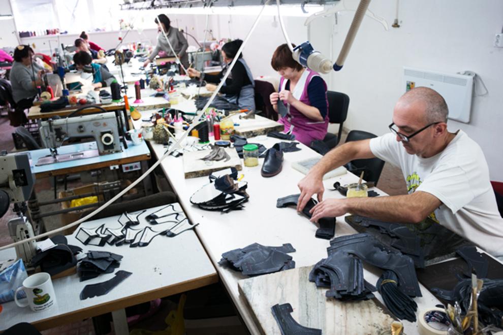 В магазинах Zenden обувь из Евпатории выставлена на отдельных стеллажах с надписями «Сделано в Крыму»
