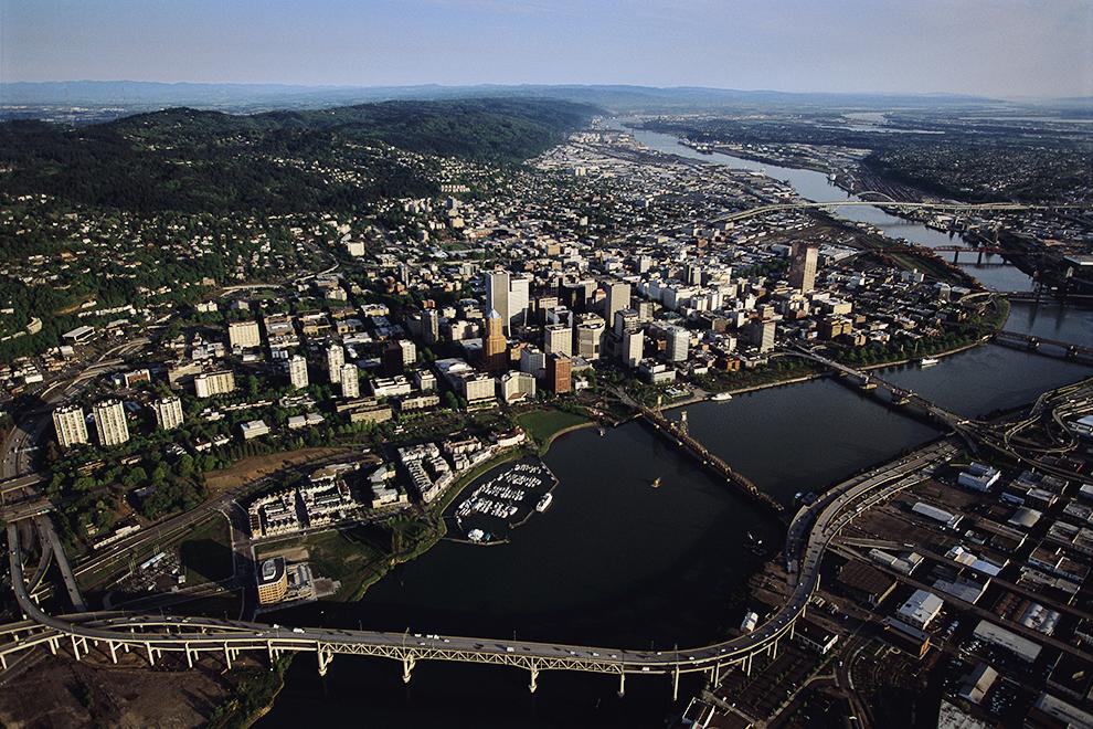 Четкие границы Портленда установлены в 1979 году.  В штате Орегон приняты самые жесткие меры по борьбе с расширением городов