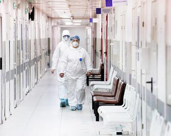 В России впервые зафиксировали замедление прироста новых случаев заражения коронавирусом