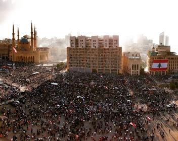 Многотысячные протесты в Бейруте переросли в столкновения с полицией