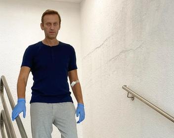 «Совсем недавно я не узнавал людей»: Навальный рассказал о своем состоянии после отравления