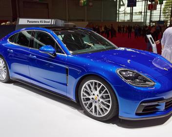 Машина для миллионера: самые популярные в России автомобили дороже $100 000
