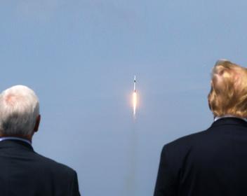 Как SpaceX впервые отправила астронавтов на МКС: фоторепортаж