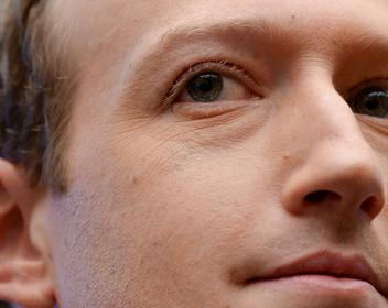 «Я не живу с иллюзией, будто выгляжу круто»: Цукерберг отреагировал на шутки из-за ставшего мемом фото