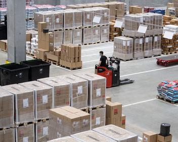 На волне пандемии: рост интернет-торговли привел к буму в складской недвижимости